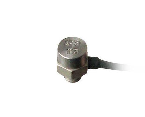 AR miniatyurnyiy akselerometr