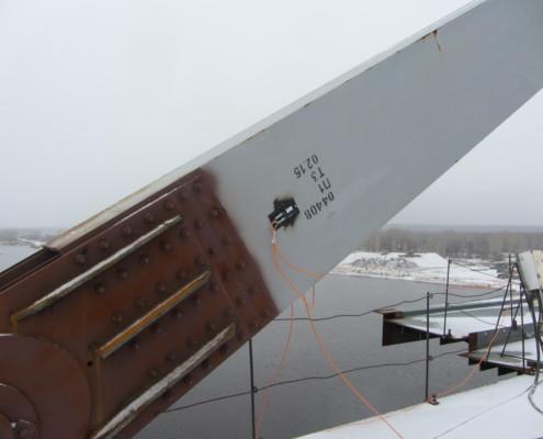Практическое применение ZET 7X10-DS. Установленный датчик на опоре моста