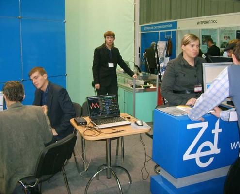 Работа осциллографа ZET 302 с программным обеспечением ZETScope демонcтрировалась на отдельном стенде.