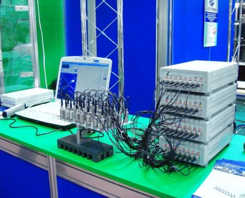 Многоканальный анализатор спектра с акселерометрами. Сколько вибродатчиков Вы видите?
