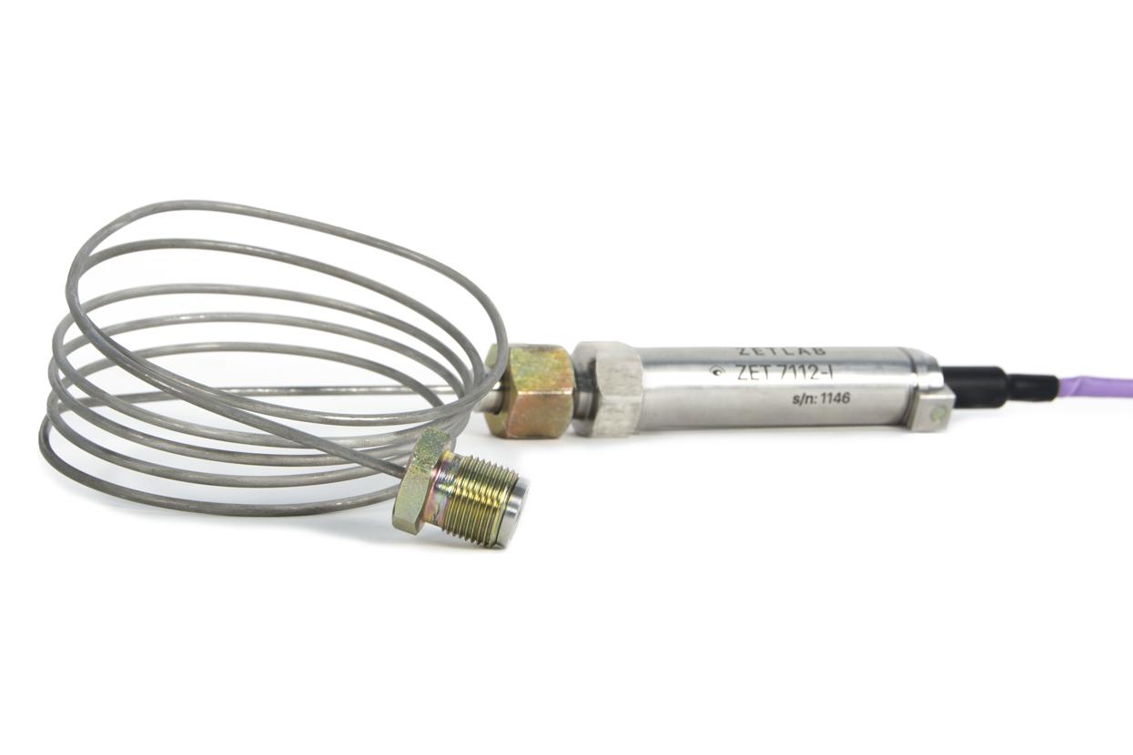 Цифровой датчик давления, установленный на место измерения с помощью гибкой подводки