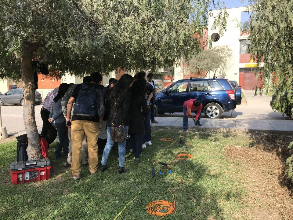 Удар молотом в Перу