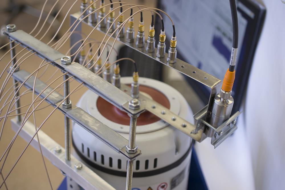 Датчик поверхностных деформаций Kistler установленный на детали