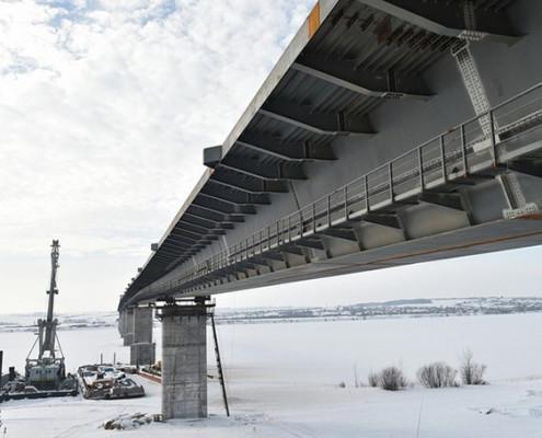 Puente sobre el río Kama