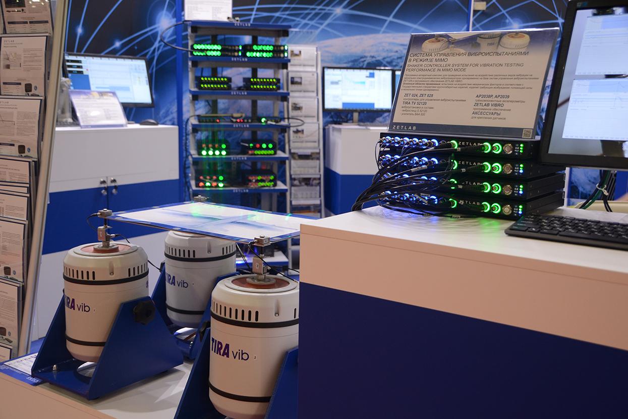 Kontrolleryi-ZET-02X-v-sostave-mnogokanalnoy-vibroustanovki-1-495x400