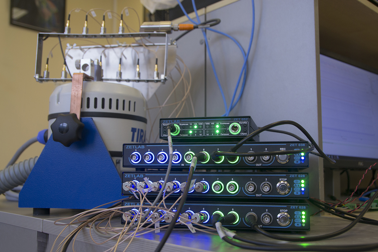 Strain-gauge amplifier ZET 052 as a component of distributed measurement system