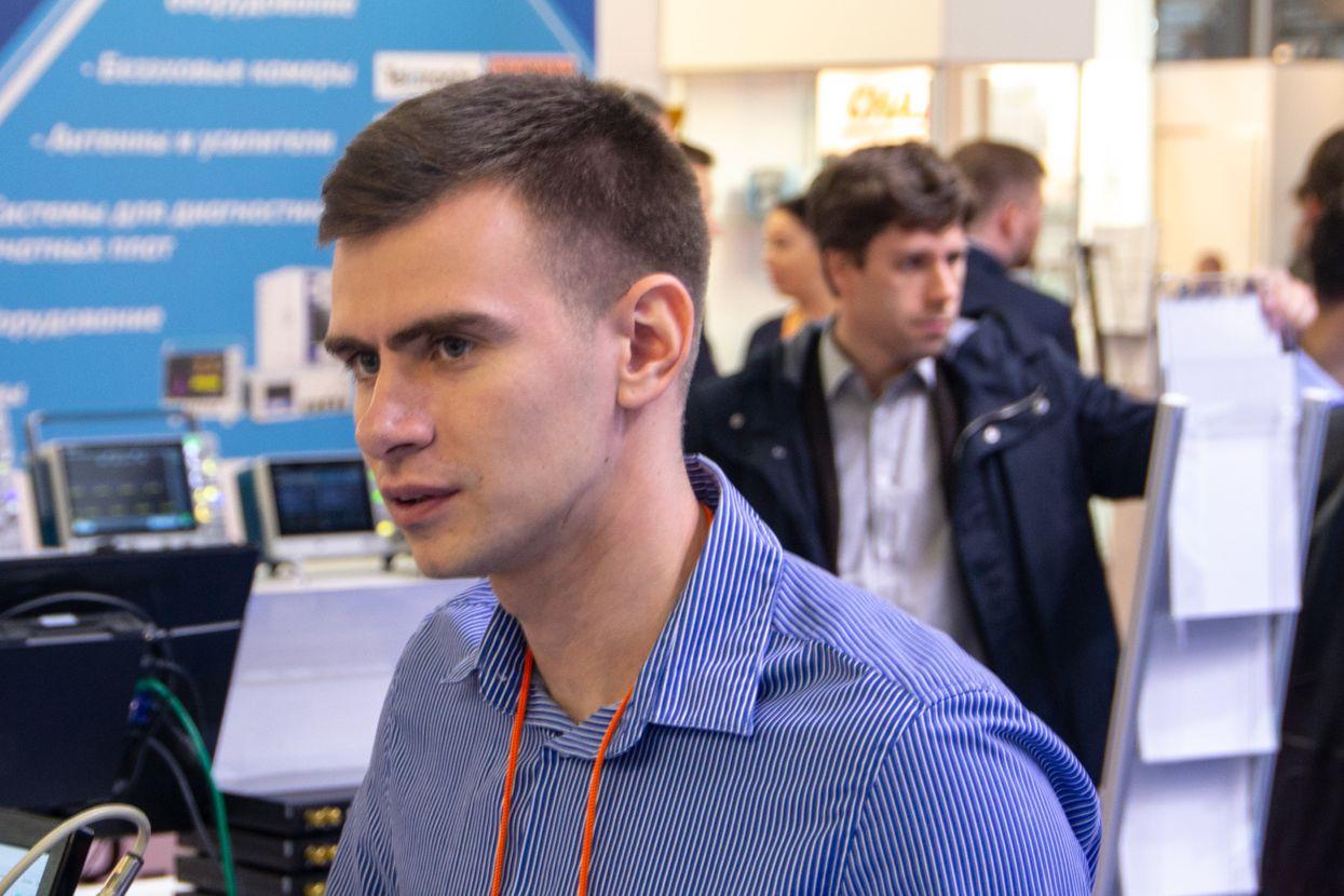 Специалист ZETLAB на выставке 2019